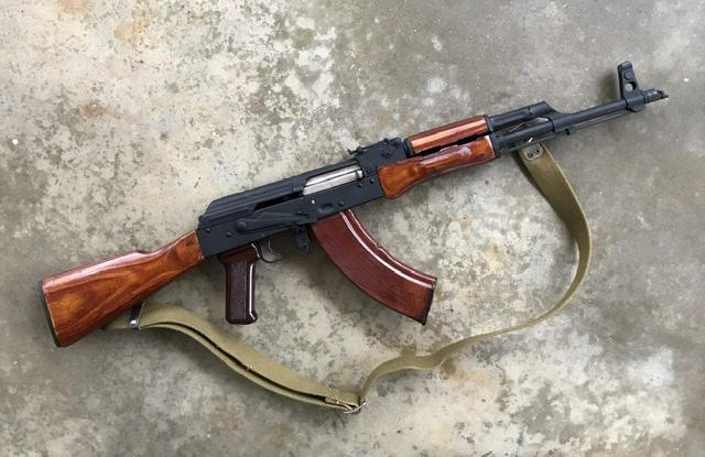 Bild för varan: Köpes AK47 med trästock och trä handguard