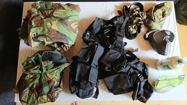 Bild för varan: Överdragsdräkt, skyddsmask, stridsväst