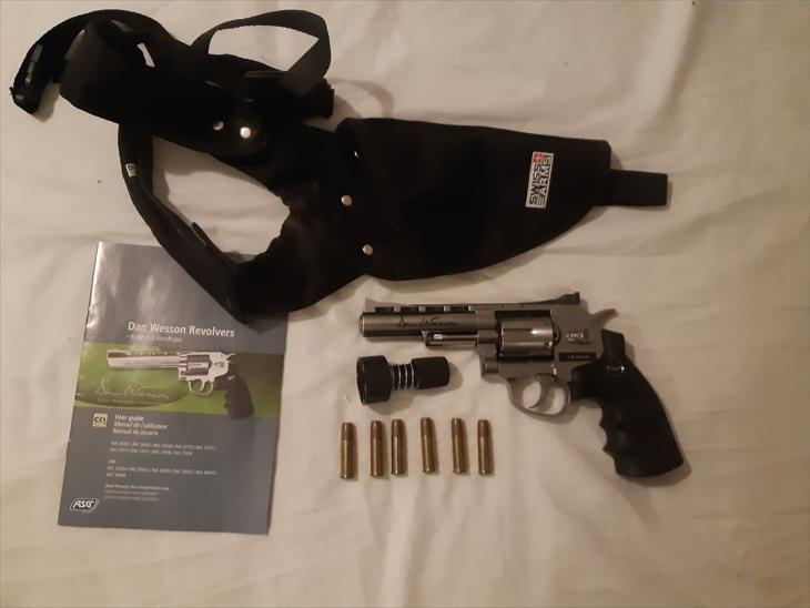 Bild för varan: Dan and Wesson  revolver med axelhölster