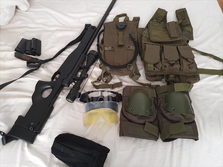 Bild för varan: Bolt action sniper + utrustning.