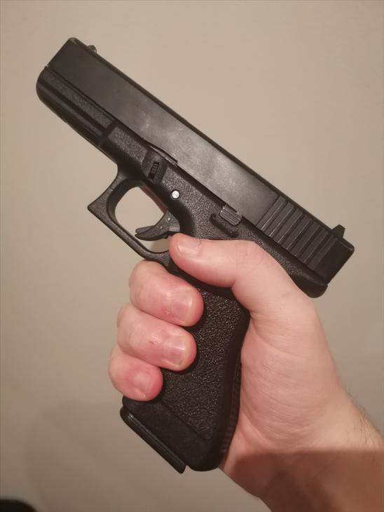 Bild för varan: Glock 17 Gas Blowback med extra magasin med två olika hölster